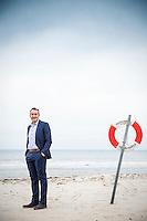Akustikexperten Alessandro Caruso på stranden i Båstad.