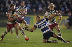 Jonathan Joseph of Bath Rugby catches the ball. - Photo mandatory by-line: Alex James/JMP - Mobile: 07966 386802 - 28/11/2014 - SPORT - Rugby - Bath - Recreation Ground - Bath  v Harlequins  - Aviva premiership