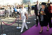 Prinses Beatrix opent nieuwbouw St. Antonius Ziekenhuis in de Utrechtse wijk Leidsche Rijn.<br /> <br /> Princess Beatrix opens new St. Antonius Hospital in Utrecht Leidsche Rijn.<br /> <br /> Op de foto / On the photo: <br /> <br />  Aankomst Prinses Beatrix / Arrival Princes Beatrix