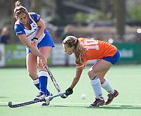 BLOEMENDAAL - Joelle Ketting (r) van Bloemendaal tijdens de overgangsklasse competitiewedstrijd hockey tussen de vrouwen van Bloemendaal en Zwolle (2-0). COPYRIGHT KOEN SUYK