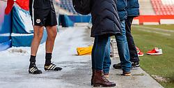 11.01.2017, Red Bull Arena, Salzburg, AUT, 1. FBL, FC Red Bull Salzburg, Trainingsauftakt, am Mittwoch, 11. Jänner 2017, beim Trainingsauftakt des FC Red Bull Salzburg in Salzburg, im Bild die Füsse von Torwart Trainer Herbert Ilsanker (Red Bull Salzburg) mit kurzer Hose // during the first Trainingsession of Austrian Bundesliga Club FC Red Bull Salzburg at the Red Bull Arena in Salzburg, Austria on 2017/01/11. EXPA Pictures © 2017, PhotoCredit: EXPA/ JFK