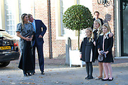 Doop Willem Jan ( 01-07-2013), zoon van Prins Floris en Prinses Aimee oppaleis het Loo<br /> <br /> Christening of Willem Jan ( 01-07-2013), son of Prince Floris and Princess Aimee on palace het Loo<br /> <br /> Op de foto / On the photo: Koning Willem-Alexander en Prinses Maxima en Koningin Amalia en Prinses Alexia en Prinses Ariane / King Willem-Alexander and Princess Maxima and Queen Amalia and Princess Alexia and Princess Ariane