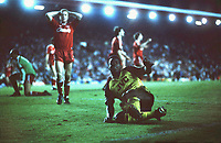 Fotball<br /> Arsenal<br /> Foto: Colorsport/Digitalsport<br /> NORWAY ONLY<br /> <br /> Michael Thomas (Arsenal) celebrates scoring the winning goal by sliding over to the Arsenal Fans, as Steve Nicol holds his hands to his head. Liverpool v Arsenal; 26/05/1989; Anfield