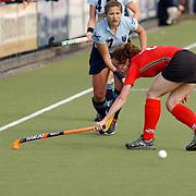 Europa Cup bekerwinnaars finale, Laren - Canterbury, Wieke Dijkstra + Kim Lammers (staand)