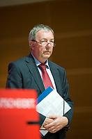 DEU, Deutschland, Germany, Berlin, 15.08.2013:<br />Rolf Kleine, Sprecher des SPD-Kanzlerkandidaten, während einer Pressekonferenz im Willy-Brandt-Haus zur Energiepolitik.