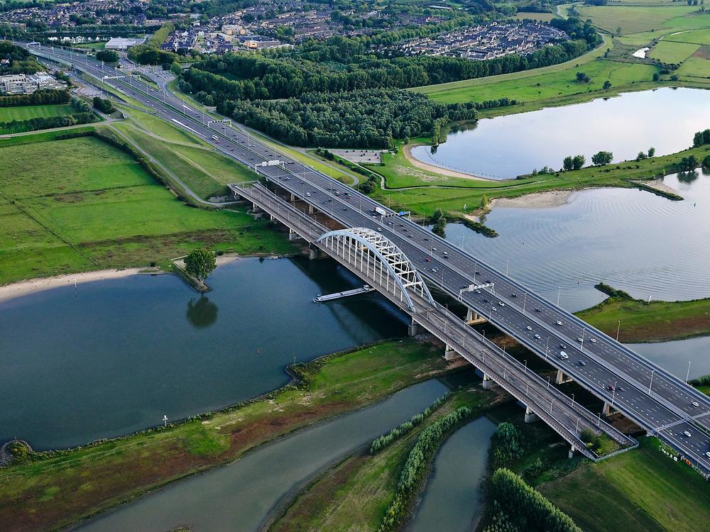 Nederland, Utrecht, Vianen, 14-09-2019; rivier de de Lek, nieuwe Lekbrug Vianen, de Jan Blankenbrug naast de oude boogbrug. De uiterwaarden van de Bossenwaard, Pontwaard en Heerenwaard zijn vergraven inclusief aanleg nevengeulen en zomerkades om ruimte aan de rivier te geven bij hoogwater. Rijksweg A2 richting Den Bosch.<br /> The de Lek river, new Vianen Lek bridge, the Jan Blanken bridge next to the old arch bridge.<br /> <br /> luchtfoto (toeslag op standard tarieven);<br /> aerial photo (additional fee required);<br /> copyright foto/photo Siebe Swart