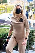 UDEN, 20-04-2021, schoonmaakbedrijf CSU<br /> <br /> Koningin Maxima brengt tijdens een werkbezoek aan schoonmaakbedrijf CSU in Uden, de winnaar van de Koning Willem I Prijs in de categorie Grootbedrijf.<br /> Brunopress/Patrick van Emst