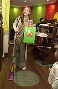All Saint, Melanie Blatt. Shanghai Tang opening. Sloane St. 11 April 2001. © Copyright Photograph by Dafydd Jones 66 Stockwell Park Rd. London SW9 0DA Tel 020 7733 0108 www.dafjones.com