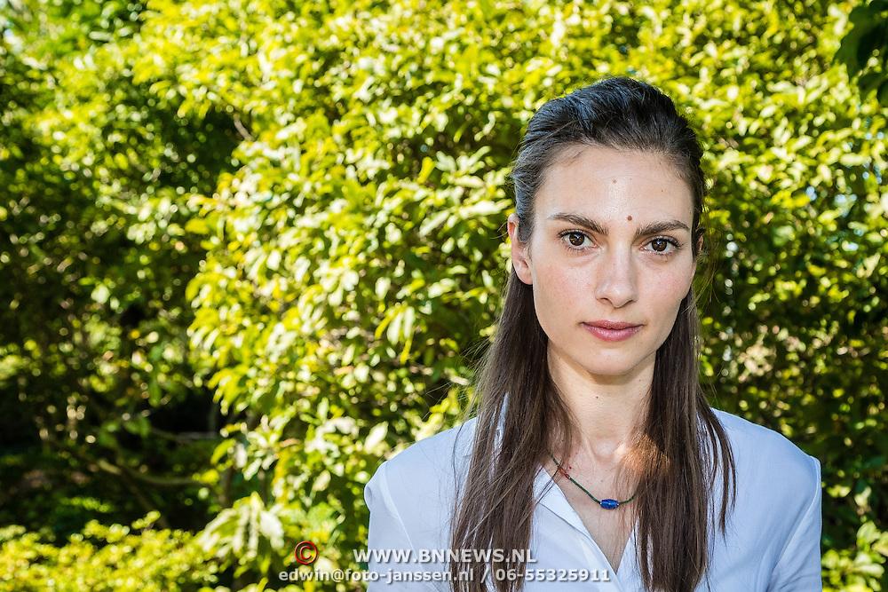 NLD/Amsterdam/20160913 - Presentatie RTL serie Weemoedt, Laura de Boer