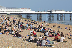 May 24, 2017 - Brighton, East Sussex, United Kingdom - Brighton, UK. Members of the public take advantage of the sunshine to spent some time on the beach in Brighton and Hove on the hottest day of 2017 so far. (Credit Image: © Hugo Michiels/London News Pictures via ZUMA Wire)
