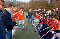 BLOEMENDAAL - Mogelijke opvolger van Max Caldas als coach bij Bloemendaal, Dave Smolenaars, zondag tijdens de competitiewedstrijd in de hoofdklasse hockey tegen HDM (4-2)> Smolenaars is momenteel assitent-coach. Koen Suyk