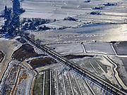 Nederland, Noord-Holland, Gemeente Waterland, 13-02-2021; zicht op Zuiderwoude, schaatsers leven zich uit water van 't Kerk Ae. Langs de Burgemeester Peereboomweg zijn veel auto's van de schaatsers geparkeerd.<br /> A view of Zuiderwoude, skaters live themselves from the water of 't Kerk Ae. Many of the skaters' cars are parked along Burgemeester Peereboomweg.<br /> luchtfoto (toeslag op standaard tarieven);<br /> aerial photo (additional fee required)<br /> copyright © 2021 foto/photo Siebe Swart