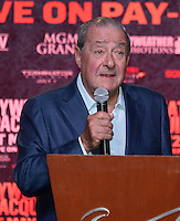 April 28.2015. Las Vegas NV Top Rank boxing promoter Bob Arum talks as Manny  Pacquiao arrives for the fans Tuesday at the Mandalay Bay. Manny  Pacquiao  will be fighting Floyd Mayweather Jr. the long awaited fight in May 2nd at the MGM grand hotel.<br /> Photo by Gene Blevins/LA DailyNews