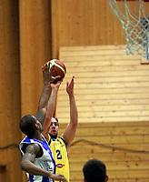 Basketball BLNO<br /> Norge<br /> 27.11.2010<br /> Foto: Morten Olsen, Digitalsport<br /> <br /> Asker Aliens v Tromsø Storm 92:81<br /> <br /> Frank Nyborg - Asker<br /> Gerald January - Tromsø