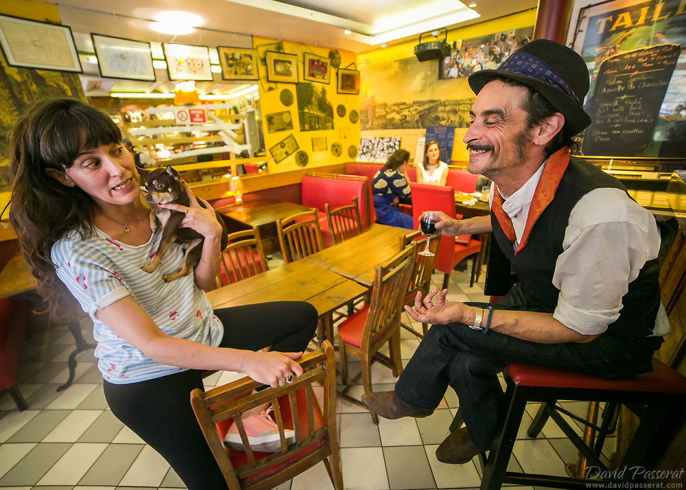 Chat in a typical bistrot in Paris.