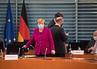 DEU, Deutschland, Germany, Berlin, 14.10.2020: Bundeskanzlerin Dr. Angela Merkel (CDU) trägt eine Mund-Nase-Bedeckung bei der 116. Kabinettsitzung im Bundeskanzleramt. Aufgrund der Coronakrise findet die Sitzung derzeit im Internationalen Konferenzsaal statt, damit genügend Abstand zwischen den Teilnehmern gewahrt werden kann.