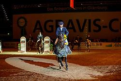 STÜHLMEYER Patrick (GER), Varihoka Du Temple<br /> Oldenburg - AGRAVIS Cup 2019<br /> Siegerehrung<br /> Preis der AGRAVIS und regionalen Raiffeisen-Genossenschaften <br /> CSI3* - Int. Springprüfung mit Stechen <br /> Wertung zum LONGINES Ranking<br /> 02. November 2019<br /> © www.sportfotos-lafrentz.de/Stefan Lafrentz