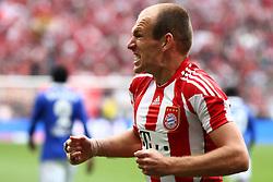 30-04-2011 VOETBAL: BAYERN MUNCHEN - FC SCHALKE 04: MUNCHEN<br /> Jubel nach dem tor zum 1-0 durch Arjen Robben (Bayern #10) <br /> ***NETHERLANDS ONLY***<br /> ©2011- FotoHoogendoorn.nl-nph/ Straubmeier