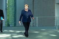 20 MAY 2020, BERLIN/GERMANY:<br /> Angela Merkel, CDU, Budneskanzlerin, auf dem Weg zu einem Pressestatement zur vorangegangenen Videokonferenz mit den mit den Vorsitzenden internationaler Wirtschafts- und <br /> Finanzorganisationen, Bundeskanzleramt<br /> IMAGE: 20200520-01-001<br /> KEYWORDS: Pressekonferenz