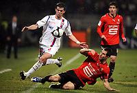 Fotball<br /> Frankrike<br /> Foto: DPPI/Digitalsport<br /> NORWAY ONLY<br /> <br /> FOOTBALL - FRENCH CHAMPIONSHIP 2008/2009 - L1 - OLYMPIQUE LYONNAIS v STADE RENNAIS FC - 01/03/2009 - MIRALEM PJANIC (LYON) / CARLOS BOCANEGRA (REN) <br /> <br /> Lyon