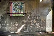 Nederland, Milsbeek, 18-9-2018Een kleine, verlaten stal bij een voormaligevarkensbedrijf .  Het bedrijf is jaren geleden gestopt, de andere bebouwing was al half weg. Veel boeren moeten stoppen met hun boerdenbedrijf omdat de regelgeving of schuldenlast te groot worden . Foto: Flip Franssen