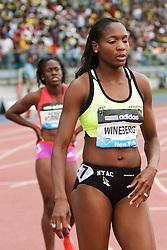 women's 200 meters, Mary Wineberg, USA, post race