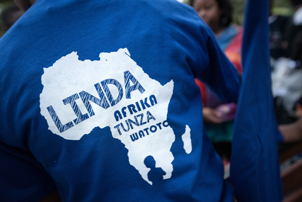 """16 June 2017, Nairobi, Kenya: On 16 June, more than 500 people gathered to commemorate the Day of the African Child in Nairobi, Kenya, and to speak up publicly for the rights of children and adolescents living with HIV. Religious leaders from a range of different faith communities and traditions led a march through the streets of Nairobi, from the All Saints Cathedral to Ufungamano House, accompanied by hundreds of youth and young children from local faith-sponsored schools, after which a ceremony was held where the religious leaders committed publicly to work for children's rights to HIV testing, access to treatment, and freedom from stigma and discrimination, to make sure that those who are in need of treatment are also able to stay on treatment. The day was organized by the World Council of Churches Ecumenical Advocay Alliance together with Inerela+ Kenya, with contributions from a range of other partners. At end of the ceremony, the WCC-EAA launched a global Call to Action entitled """"Act now for children and adolescents living with HIV"""", which was signed by the range of religious leaders."""