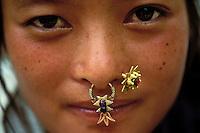 Nepal - Jeune femme de l'ethnie Tamang - Bijoux de nez