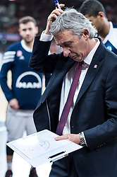 10.02.2016, ratiopharm arena, Ulm, GER, ULEB Eurocup, ratiopharm Ulm gegen FC Bayern Muenchen, Top 32 Runde, im Bild Svetislav Pesic Headcoach (FC Bayern), ratlos // during the round of last 32 match of the ULEB Eurocup Basketball between ratiopharm Ulm an FC Bayern Munich at the ratiopharm arena in Ulm, Germany on 2016/02/10. EXPA Pictures © 2016, PhotoCredit: EXPA/ Eibner-Pressefoto/ Walther<br /> <br /> *****ATTENTION - OUT of GER*****