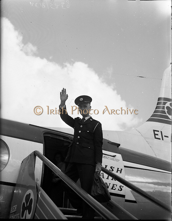 10/08/1960<br /> 08/10/1960<br /> 10 August 1960<br /> Irish Red Cross Doctor departing for the Congo, Dr Joseph Barnes M.A.O., boarding the plane at Dublin Airport as a member of the Irish Red Cross Medical Team en route for the Congo.