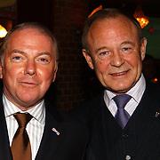 Uitreiking populariteitsprijs 2004, Ronnie Tober en vriend Jan Jochems