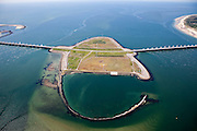 Nederland, Zeeland, Oosterschelde, 12-06-2009; Detail Stormvloedkering ter hoogte van het werkeiland Roggenplaat, gezien naar de Noordzee. Links Neeltje Jans, rechts het eiland Schouwen.  .Storm surge barrier in Oosterschelde (East Scheldt), between Islands of Schouwen-Duiveland and Noord-Beveland, North Sea on the left side of the barrier. Under normal circumstances the barrier is open to allow for the tide to enter and exit. In case of high tides in combination with storm, the slides are closed. .Swart collectie, luchtfoto (25 procent toeslag); Swart Collection, aerial photo (additional fee required).foto Siebe Swart / photo Siebe Swart