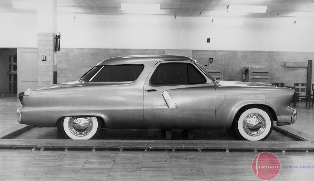 """Side view of the proposed 1952 Studebaker Model """"N""""."""
