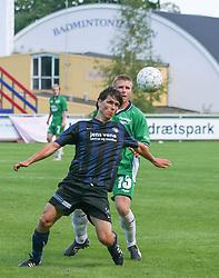 FODBOLD: Anders Sørensen (NKF) presses af Jonas Rohrberg (Helsingør) under kampen i Kvalifikationsrækken, pulje 1, mellem Elite 3000 Helsingør og Nivå-Kokkedal FK den 6. august 2006 på Helsingør Stadion. Foto: Claus Birch