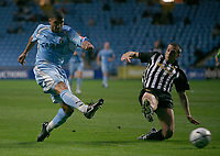 Photo: Steve Bond.<br />Coventry City v Notts County. The Carling Cup. 14/08/2007. Leon Best (L) shoots
