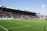 1. divisjon fotball 2015: Hødd - Fredrikstad. Spillerne entrer banen til den første seriekampen på nye Høddvoll.