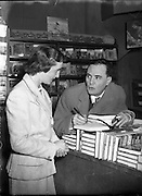Iris Kellett with Micheal MacLiammoir in Grafton St. Bookshop.05/10/1956