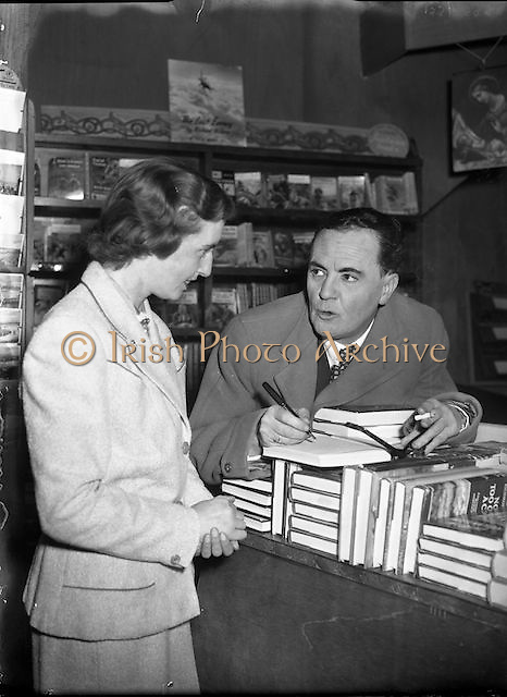 Iris Kellett with Micheal MacLiammoir in Grafton St. Bookshop.05/10/1956