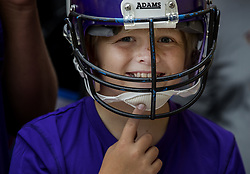 July 26, 2017 - Mankato, MN, USA - Minnesota Vikings fan Eric Johnson, 10, of Rock Valley, Iowa waited for players to arrive to try to get some autographs. Veteran players reported for camp on Wednesday. .... .. ] CARLOS GONZALEZ •  cgonzalez@startribune.com - July 26, 2017, Mankato, MN, Minnesota State University Mankato, Minnesota Vikings Training Camp, NFL (Credit Image: © Carlos Gonzalez/Minneapolis Star Tribune via ZUMA Wire)
