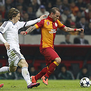 Galatasaray's Wesley Sneijder (R) their UEFA Champions League Quarter-finals, Second leg match Galatasaray between Real Madrid at the TT Arena AliSamiYen Spor Kompleksi in Istanbul, Turkey on Tuesday 09 April 2013. Photo by Aykut AKICI/TURKPIX