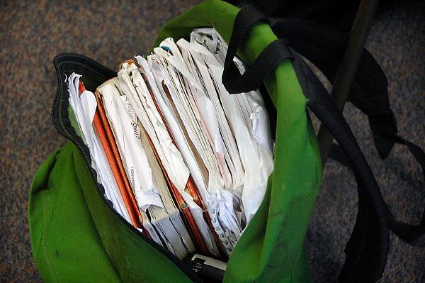 Nederland, Horst, 18-12-2007..VMBO onderwijs aan het Dendron college. De tas van de leerling zit vol met boeken en aantekeningen...Foto: Flip Franssen/Hollandse Hoogte