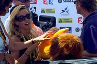 Sykkel, 17. juli 2005,<br /> Sängerin Sheryl Crow (USA), Lebensgefährtin von Lance Armstrong, mit einem Talisman - <br /> Norway only