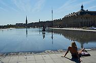 Burdeos (Bordeaux), capital de Aquitaine.