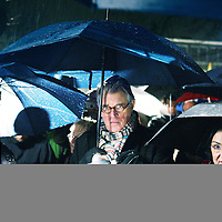 Nederland, Amsterdam , 23 januari 2010..Woensdag 27 januari 2010 is het 65 jaar geleden dat Auschwitz werd bevrijd. Vanaf zaterdagavond 23 januari 21.00 uur tot woensdagavond worden in totaal 102.000 namen opgenoemd van Joden, Sinti en Roma, die in vernietigingskampen zijn omgekomen. De namen worden 112 uur lang continu, dag en nacht, voorgelezen: zoals in doorgangskamp Westerbork, in het Spoorwegmuseum in Utrecht en op station Amsterdam-Muiderpoort: waar slachtoffers op transport naar Westerbork gingen..Sobibor-overlevende Jules Schelvis begint op Amsterdam-Muiderpoort om 18.30 uur met het voorlezen van de eerste namen van de slachtoffers. Tussen 3 oktober 1942 en 26 mei 1944 werden vanaf dit station ruim 11.000 Joden naar Westerbork vervoerd, onder wie Schelvis. De lezers reizen zaterdagavond met verschillende bussen vanuit Amsterdam, Alkmaar, Rotterdam, Middelburg en Maastricht naar Herinneringscentrum Kamp Westerbork, initiatiefnemer van de actie, samen met het Nederlands Auschwitz Comité. In de bus leest iedereen tien minuten namen van slachtoffers op..Op de foto zien we Nederlands journaliste, presentatrice Marga van Praag (l) Jules Schelvis, overlevende van Tweede Wereld Oorlog kamp Sobibor(midden) acteur Jeroen Krabbé en politicus Tweede Kamer voorzitter Gerdi Verbeet..Foto:Jean-Pierre Jans