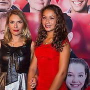 NLD/Scheveningen/20130909 -  Filmpremiere Smoorverliefd, Elle van Rijn en dochter Feline