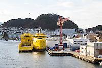 World Diamond og World Pearl (t.h.) fra World Wide Supply ligger i opplag i Ålesund under oljekrisen 2016.<br /> Foto: Svein Ove Ekornesvåg