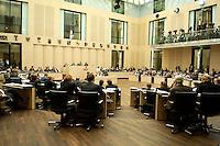 09 JUL 2004, BERLIN/GERMANY:<br /> Uebersicht Plenarsaal des Bundesrates, waehrend der Bundesratsdebatte zur grossen Arbeitsmarktreform Hartz IV<br /> IMAGE: 20040709-01-041<br /> KEYWORDS: Sitzung, Plenum, Übersicht, Saal