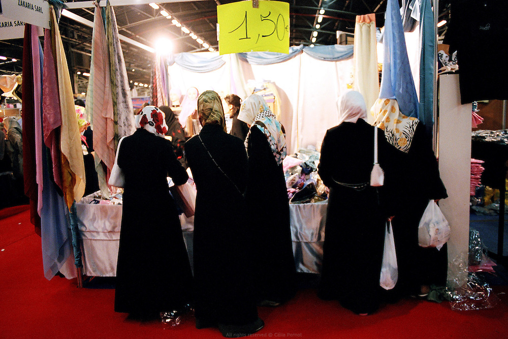 Rencontre annuelle des Musulmans de France au salon du Bourget, 2006. <br /> French Muslims' annual meeting, Bourget fair, 2006.