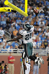 DETROIT - SEPTEMBER 19: Running back LeSean McCoy #25 of the Philadelphia Eagles ducks the ball over the goal post after scoring his second rushing touchdown during the game against the Detroit Lions on September 19, 2010 at Ford Field in Detroit, Michigan. The Eagles won 35-32. (Photo by Drew Hallowell/Getty Images)  *** Local Caption *** LeSean McCoy