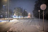 Bialystok, 25.01.2021. Kolejny gwaltowny atak zimy, w ciagu paru godzin przybylo kilkanascie centymetrow sniegu, do rana moze spasc nawet 30 cm bialego puchu fot Michal Kosc / AGENCJA WSCHOD